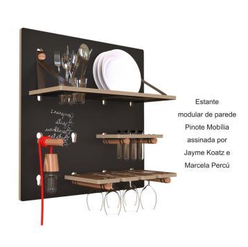 Estante modular de parede Pinote Mobília assinada por Jayme Koatz e Marcela Percú