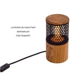 Luminária de mesa Farol assinada por Caio Superchi
