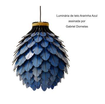 Luminária de teto Ararinha Azul assinada por Gabriel Dornelas