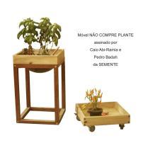 Móvel NÃO COMPRE PLANTE assinado por Caio Abi-Ramia e Pedro Badah da SEMENTE